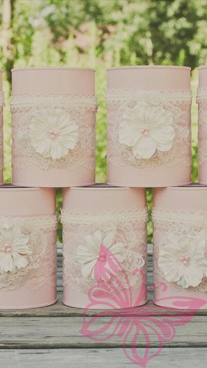 Tin cans with lace and flowers